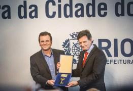 'Kit gay' e alusões ao diabo entram na campanha no Rio, candidatos trocam acusações