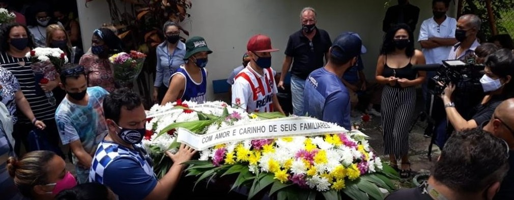 enterro carrefour - Pedido de justiça e indignação marcam enterro de cliente morto no Carrefour