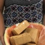 falsa gravida e presa com melancia recheada de cocaina na barriga 1606758797395 v2 900x506 - Mulher é presa com melancia recheada de cocaína na barriga
