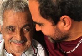 Com Covid-19, Luciano Camargo não irá ao velório de Seu Francisco