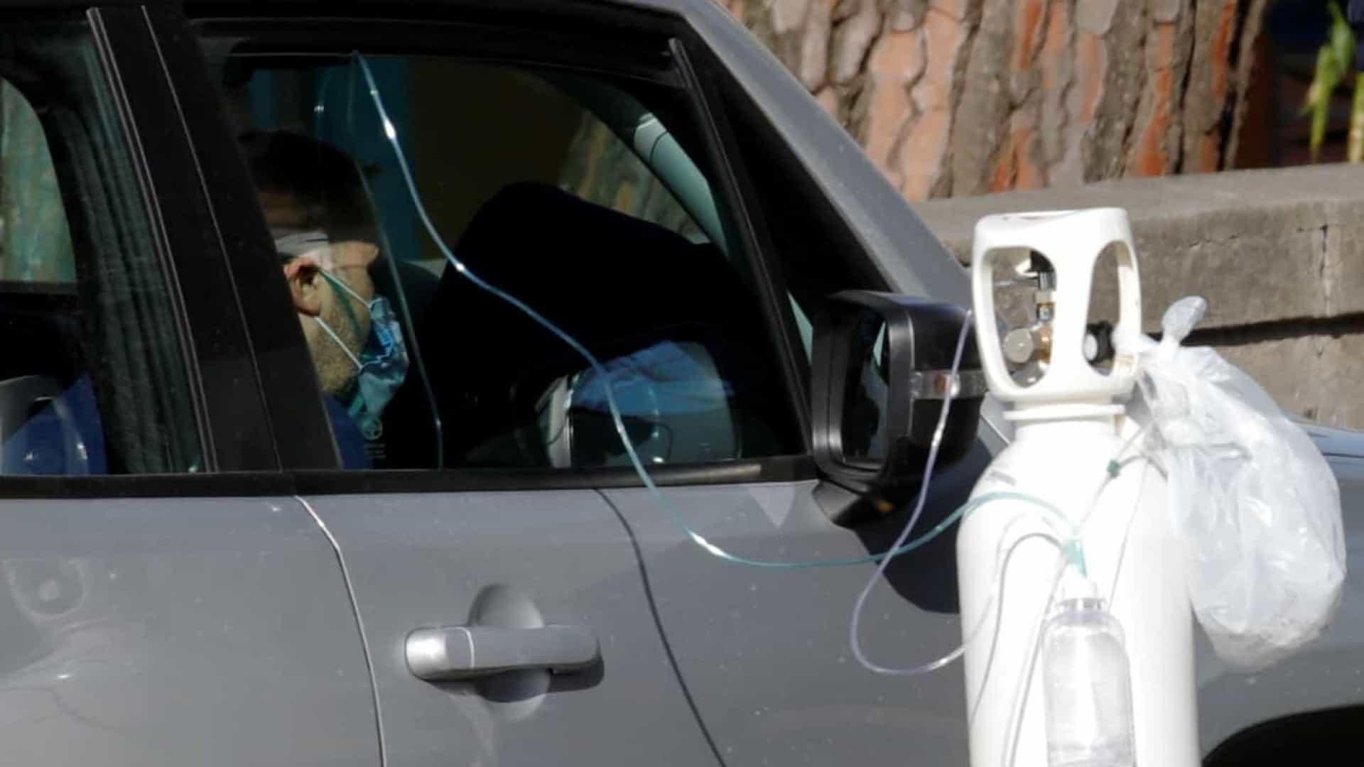 naom 5fabd38159feb - Itália: com hospitais lotados, doentes recebem oxigênio no carro