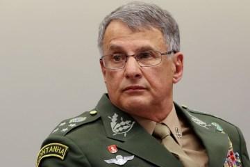 pzzb2716 - Comandante do Exército sofre acidente e fratura o fêmur
