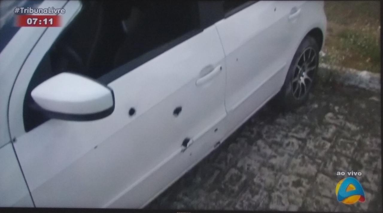 tiros 1 - Homem sai para comemorar vitória do irmão e tem carro atingido por mais de 20 tiros na PB
