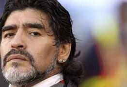 Cirurgia cerebral de Maradona foi bem sucedida, informa imprensa argentina