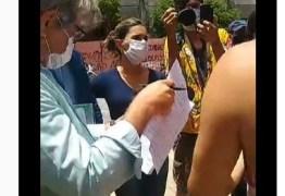 """Oficial de Justiça chega a UFPB; estudantes resistem à desocupação da Reitoria e alegam que """"o documento não tem objeto"""" – VEJA VÍDEO"""