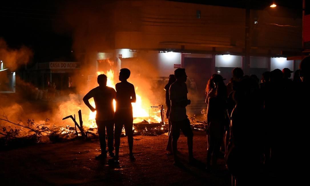 x90450967 Crise de energia no Amapa apagao em Macapa. protestos no bairro de Santa Rita em 07 de nove.jpg.pagespeed.ic .WosPugCWg9 - Juiz federal determina o pagamento de dois meses de auxílio emergencial para moradores do Amapá atingidos por apagão