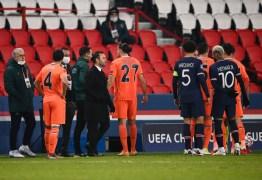 HISTÓRICO! Jogadores do PSG e Istanbul Basaksehir deixam campo após 4° árbitro ser acusado de racismo – VEJA VÍDEO