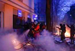 Paris tem protesto contra brutalidade policial e projeto de lei de segurança