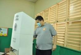Com irmão líder nas pesquisas, presidente do Senado Alcolumbre vota em Macapá