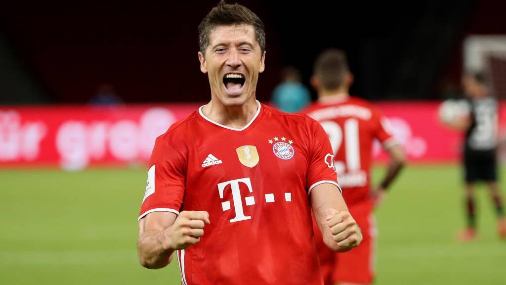 Robert Lewandowski - Lewandowski é eleito o melhor jogador do mundo - CONFIRA OUTROS VENCEDORES DO THE BEST
