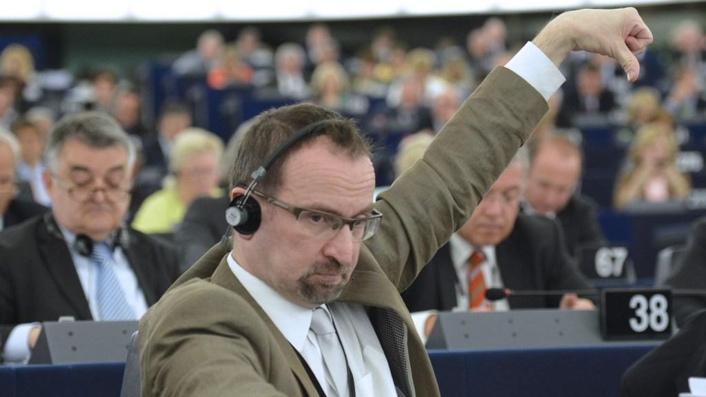 S5NL2C6NMFBFBMO4FRE5BZQF6Y 1024x576 - Ascensão, orgia e queda do homem forte de Orbán em Bruxelas - Por Guillermo Abril