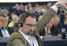 Ascensão, orgia e queda do homem forte de Orbán em Bruxelas – Por Guillermo Abril