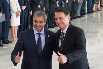 """""""Perpetuar auxílio emergencial é caminho certo para insucesso"""" diz Bolsonaro durante visita em obra no PR"""