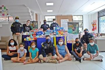 """PRF na Paraíba realiza entrega de 5 mil fraldas descartáveis, kits de higiene, alimentos e brinquedos pela Campanha """"Policiais contra o Câncer Infantil"""""""