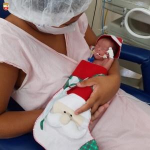 WhatsApp Image 2020 12 21 at 21.40.54 2 300x300 - Bebês de UTI neonatal fazem ensaio fotográfico para o Natal