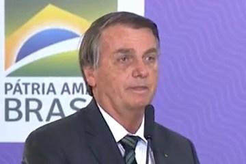 """Bolsonaro diz que vacina é do Brasil, """"não é de nenhum governador"""", mas volta a criticar CoronaVac"""