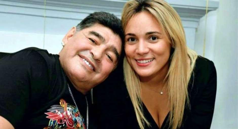 casal01 - Maradona apanhava de namorada e era roubado, diz TV argentina