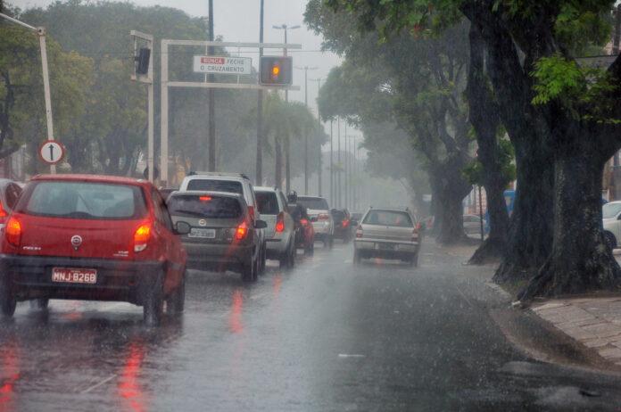 chuvas jp - João Pessoa e outras 20 cidades paraibanas seguem com alerta de chuvas para este domingo - VEJA LISTA