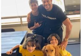 Hulk Paraíba leva filhos para casa com a noiva e ex-mulher reage