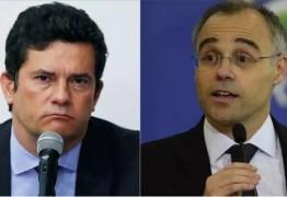 Por causa de Bolsonaro, Sérgio Moro e André Mendonça batem boca nas redes sociais