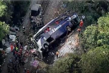 onibus 1 - Motorista soltou direção e pulou do ônibus, conta sobrevivente de acidente