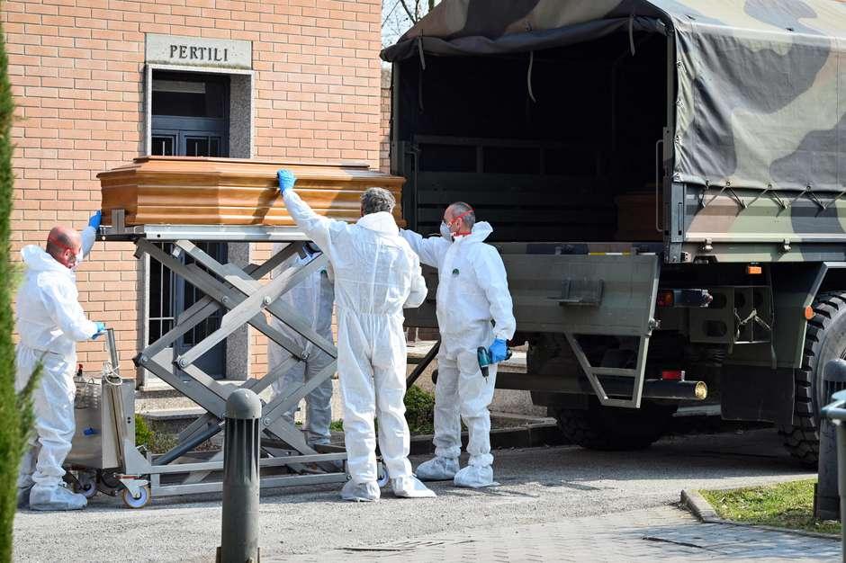 """pandemia na itália - Há 1 ano atrás, OMS emitia primeiro alerta de uma """"misteriosa pneumonia"""" em Wuhan - Veja cronologia do avanço da pandemia"""