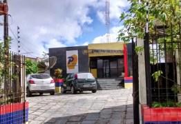3 meses de salários atrasados: funcionários da Panorâmica FM, rádio de Ligia e Damião Feliciano, ameaçam greve geral