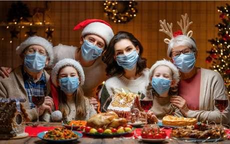shutterstock1855493935 1 - Aglomeração x Tecnologia: saiba como as famílias vão comemorar as festas de fim de ano em meio à pandemia