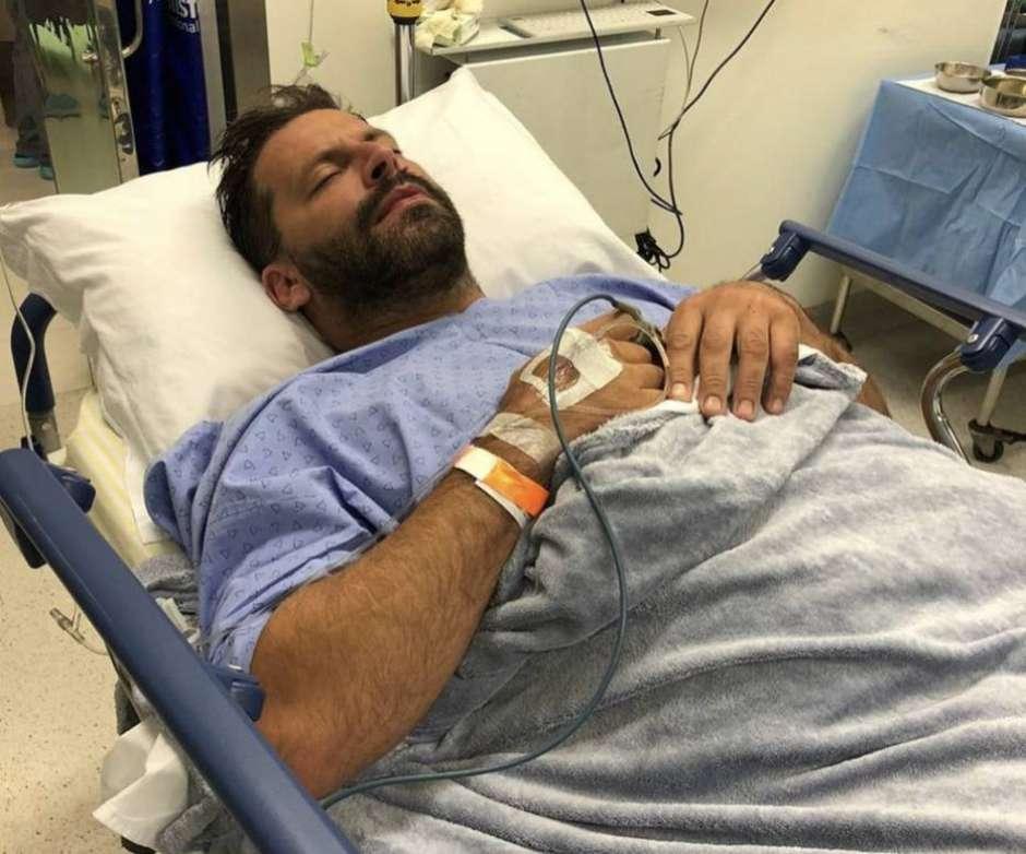 1610448864971 - Henri Castelli passa por cirurgia na mandíbula após confusão