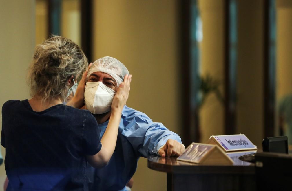 2021 01 14t200616z 1545718531 rc2w7l9sv2i9 rtrmadp 3 health coronavirus brazil amazon - Médicos e familiares de pacientes descrevem colapso com falta de oxigênio em Manaus; LEIA RELATOS