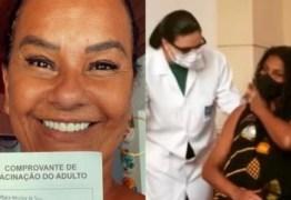 Zezé Motta e Solange Couto se vacinam contra covid-19 no Retiro dos Artistas
