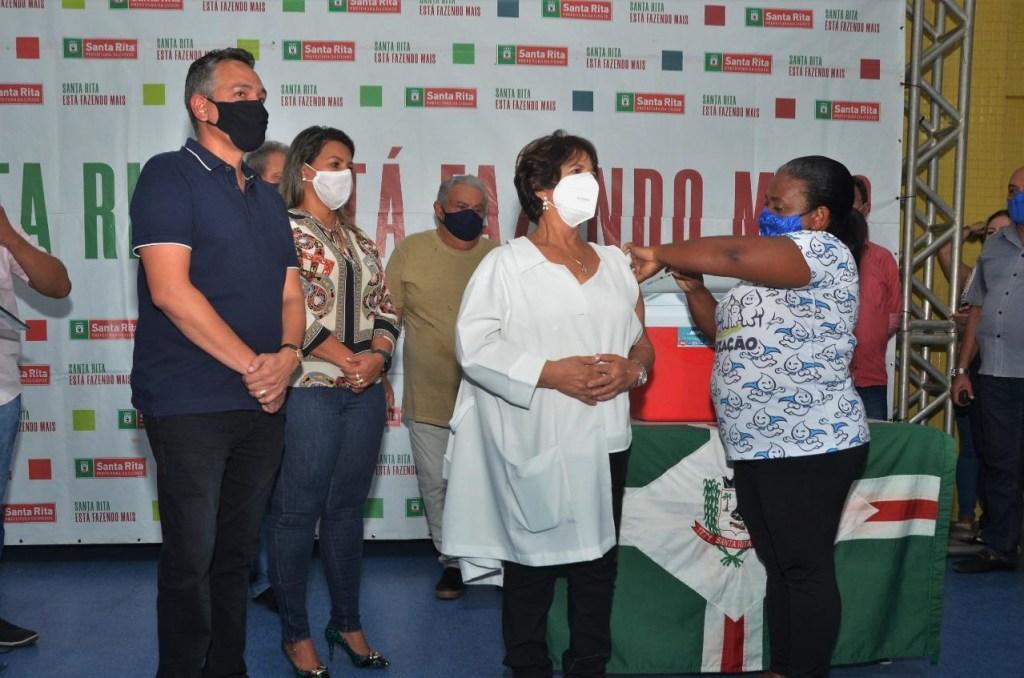 4f913b39 0810 4a3b bfc3 dbbb27a29610 1024x678 - Santa Rita inicia campanha de vacinação contra Covid-19