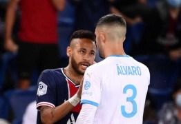 Após conquistar Supercopa, Neymar provoca zagueiro que o ofendeu em caso de racismo