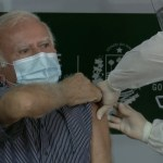 6005ee1d2bdee - No Piauí, médico obstetra de 75 anos é o primeiro a receber vacina contra a covid-19