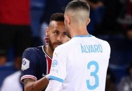 Final entre PSG e Olympique marca reencontro de Neymar com acusado de racismo