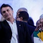 """Bolsonaro e Pontes Marcelo Chello - Bolsonaro diz que Marcos Pontes está """"construindo"""" uma vacina, mas """"não tem ideia"""" do local de produção - VEJA VÍDEO"""