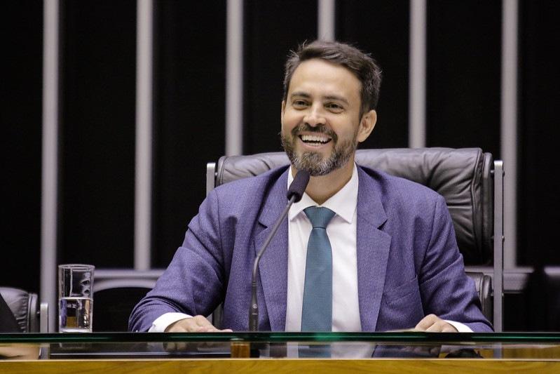 Léo Moraes Podemos - Parecem galãs de novela, mas são deputados federais! Saiba quem são os parlamentares mais bonitos da Câmara, paraibanos estão na lista