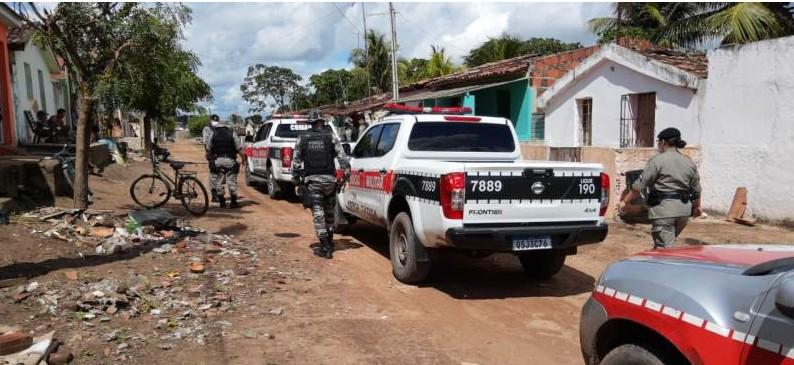 PM 1 - Polícia Militar prende suspeitos com arma e drogas em Santa Rita
