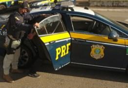 Foragido da justiça que conduzia veículo com passageiros é preso pela PRF na Paraíba