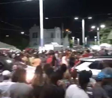 aglomerações - SEM FISCALIZAÇÃO: vídeos mostram festas e aglomerações de pessoas sem máscaras na noite deste sábado (16), em cidades da Paraíba