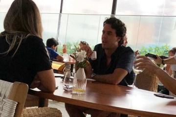 A fila andou! Ex de Marina Ruy Barbosa é flagrado com duas mulheres em restaurante