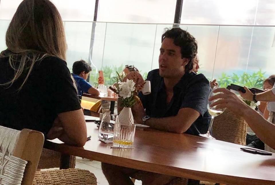 alexandre negrao 1 - A fila andou! Ex de Marina Ruy Barbosa é flagrado com duas mulheres em restaurante