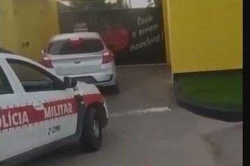 apreensao veiculo - Casal é preso e adolescente apreendido na porta de motel após roubar carro em João Pessoa