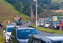 """""""Vi uma carreata monstro de uns 10 carros"""", diz Bolsonaro ironizando atos por impeachment"""