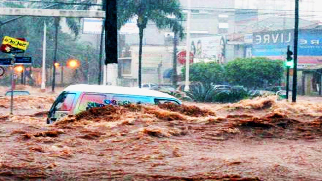 Vídeo mostra força da água durante enxurrada em Santa Catarina e impressiona