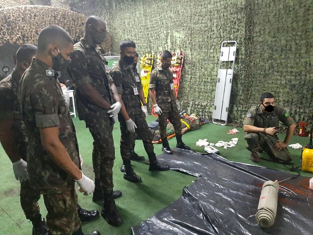 exercito 3 - Militares aparecem com máscaras desenhadas digitalmente em site de órgão do Exército - VEJA AS IMAGENS