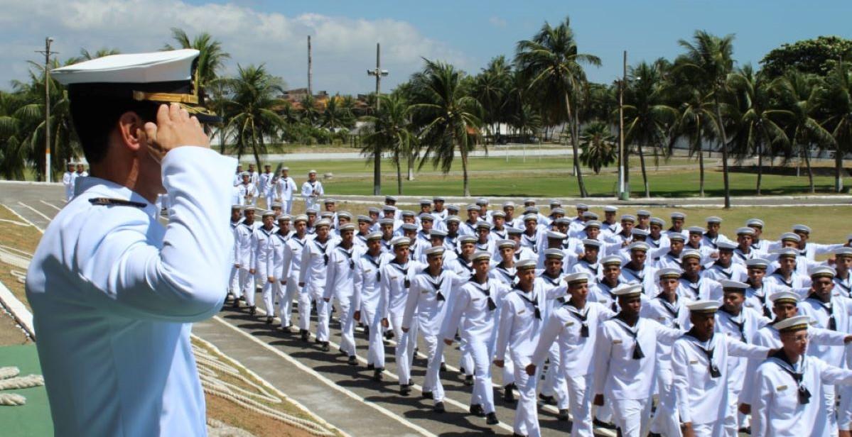 gazeta do povo blog concurseiros marinheiros marcha 1024x683 1 - Marinha pagou R$ 533 em lata de chantilly e gastou R$ 128 mil em paçoca