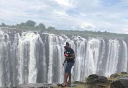 Imagem mostra turista antes de morrer em cataratas; governo ajuda nas buscas
