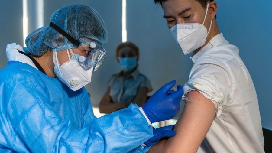 imunização - ANÁLISE DAS VACINAS: Oxford tem 'vantagem' na Anvisa, mas imunização deve começar com CoronaVac