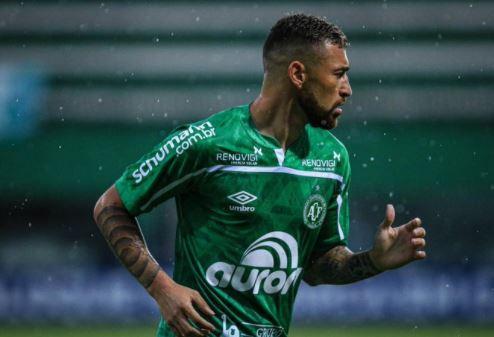 jog - Jogador Paulinho Moccelin, sofre lesão durante jogo na noite desta quinta-feira (21)
